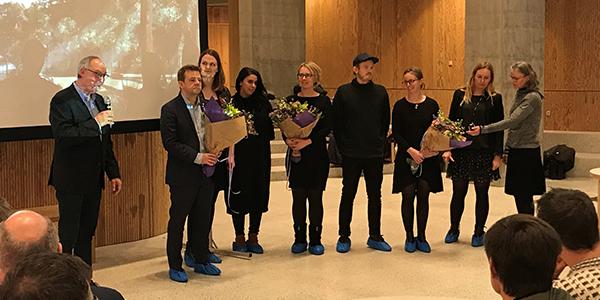 Teamfoto ved offentliggørelsen af vinder af projektkonkurrence med repræsentanterne fra rådgiverteamet fra Møller & Grønborg med ADEPT, SNC-Lavalin Atkins og BARK Rådgivning.